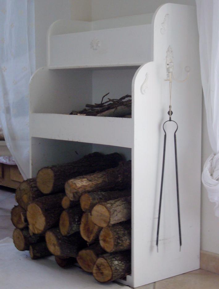 rangement pour bois de chauffage simple stockage bois chauffage exterieur stockage bois. Black Bedroom Furniture Sets. Home Design Ideas