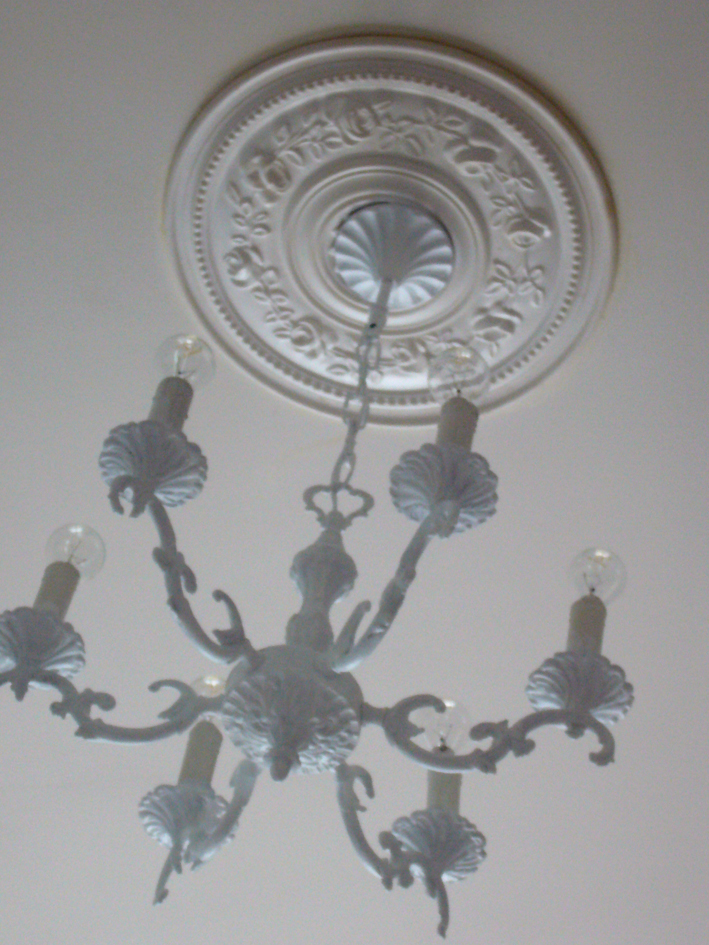 rosace plafond inspiration shabby. Black Bedroom Furniture Sets. Home Design Ideas