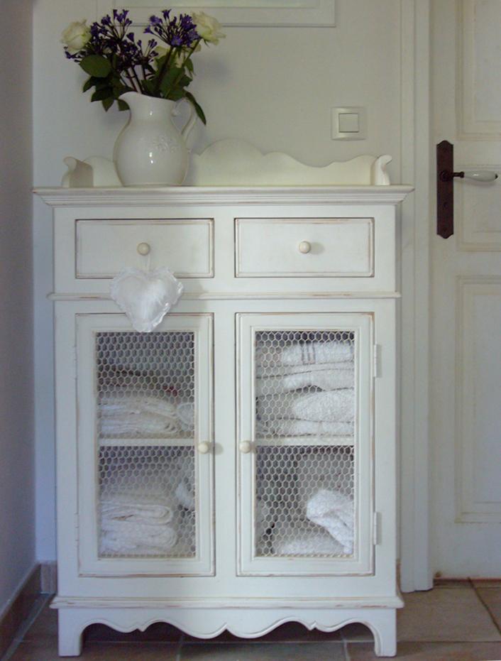 Meuble blanc interiors inspiration shabby for Meubles interiors