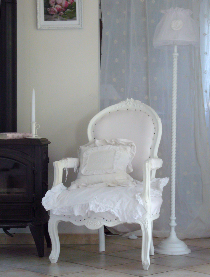 fauteuil style ancien inspiration shabby. Black Bedroom Furniture Sets. Home Design Ideas