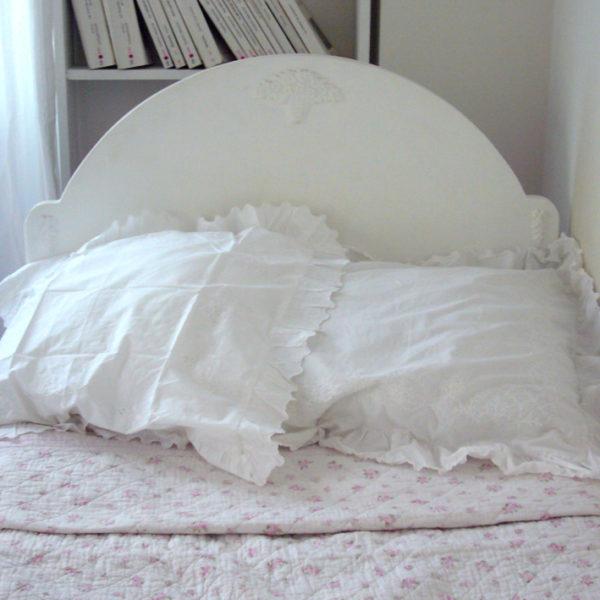 un lit cosy. Black Bedroom Furniture Sets. Home Design Ideas