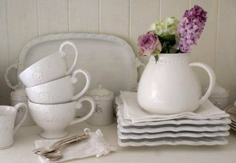 vaisselle blanche inspiration shabby. Black Bedroom Furniture Sets. Home Design Ideas