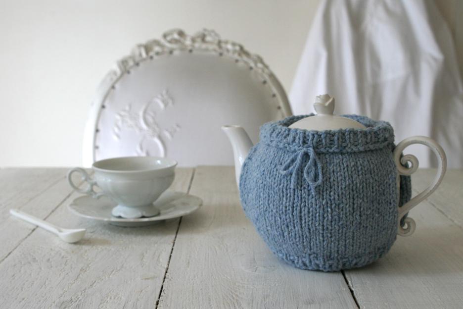 tricot bleu chin. Black Bedroom Furniture Sets. Home Design Ideas