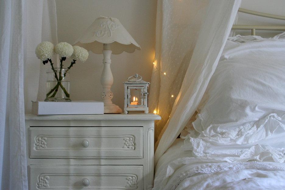 chambre romantique inspiration shabby. Black Bedroom Furniture Sets. Home Design Ideas