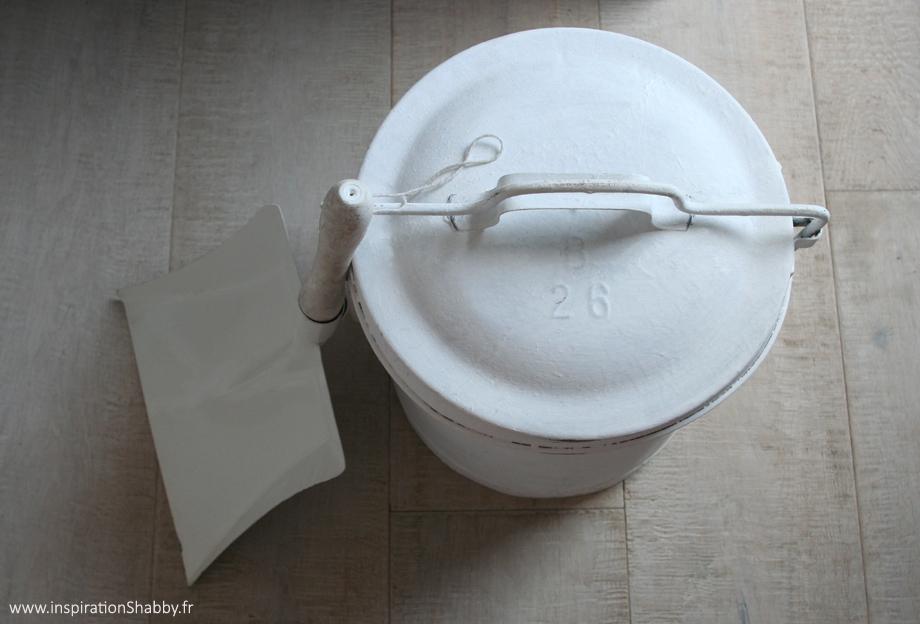 Ancienne poubelle en zinc inspiration shabby for Poubelle en zinc